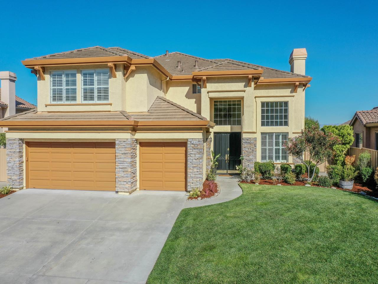 Detail Gallery Image 1 of 1 For 19163 Garden Valley Way, Salinas,  CA 93908 - 5 Beds   4 Baths