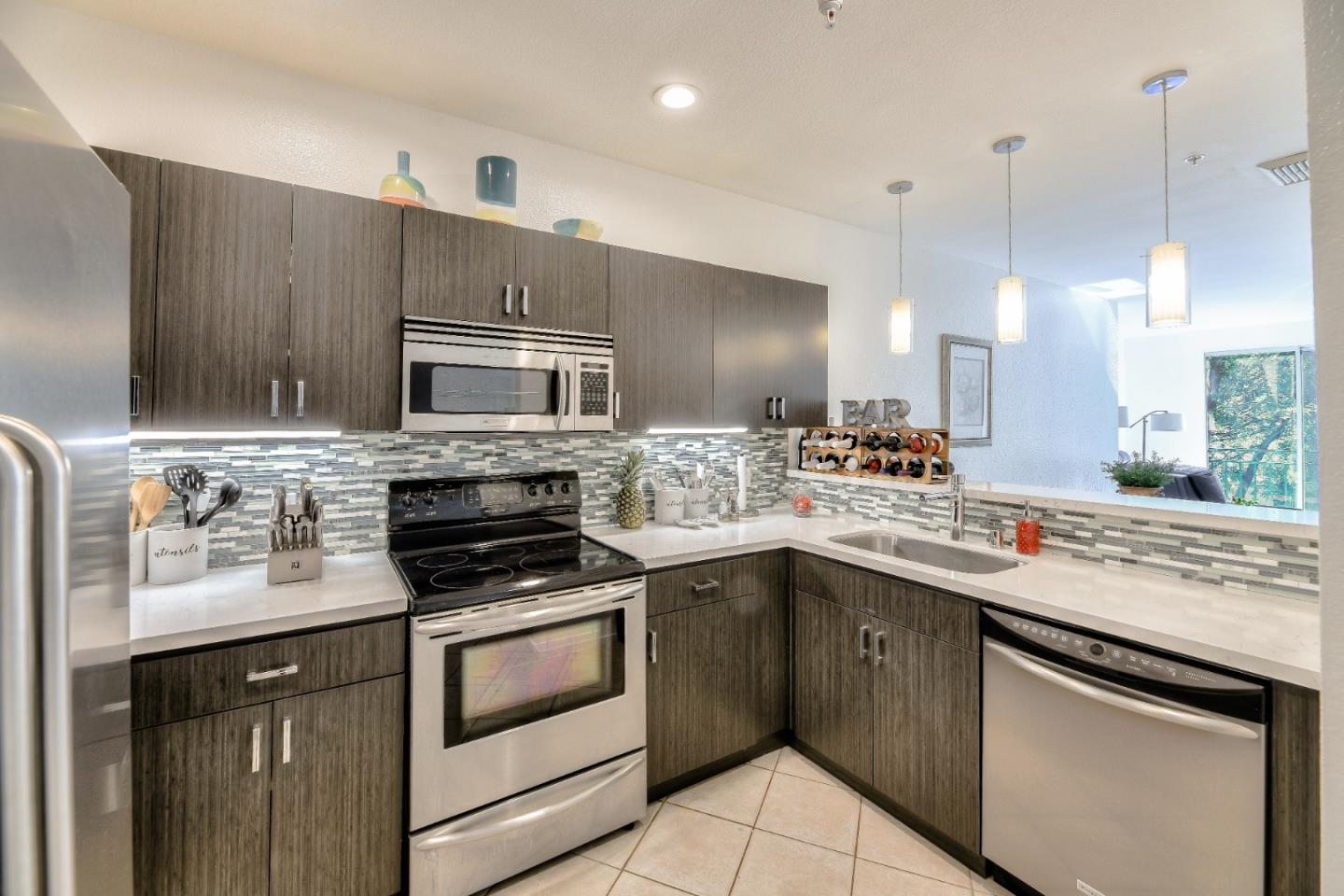 Detail Gallery Image 1 of 31 For 951 S 12th St #219,  San Jose,  CA 95112 - 1 Beds | 1 Baths