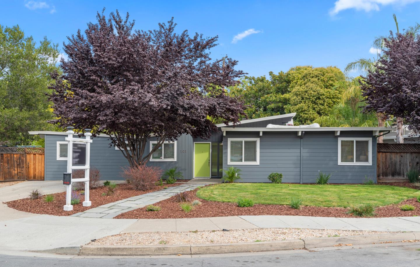 Detail Gallery Image 1 of 1 For 101 Oakfield Ave, Redwood City,  CA 94061 - 4 Beds | 1 Baths