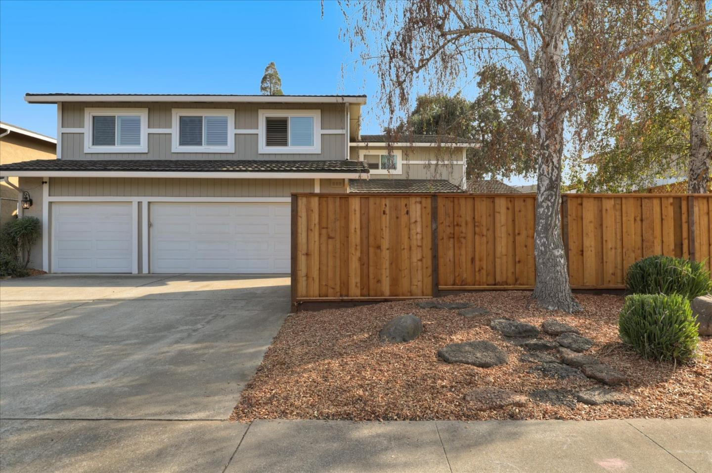 Detail Gallery Image 1 of 1 For 1010 Creekside Ct, Morgan Hill,  CA 95037 - 5 Beds   3 Baths
