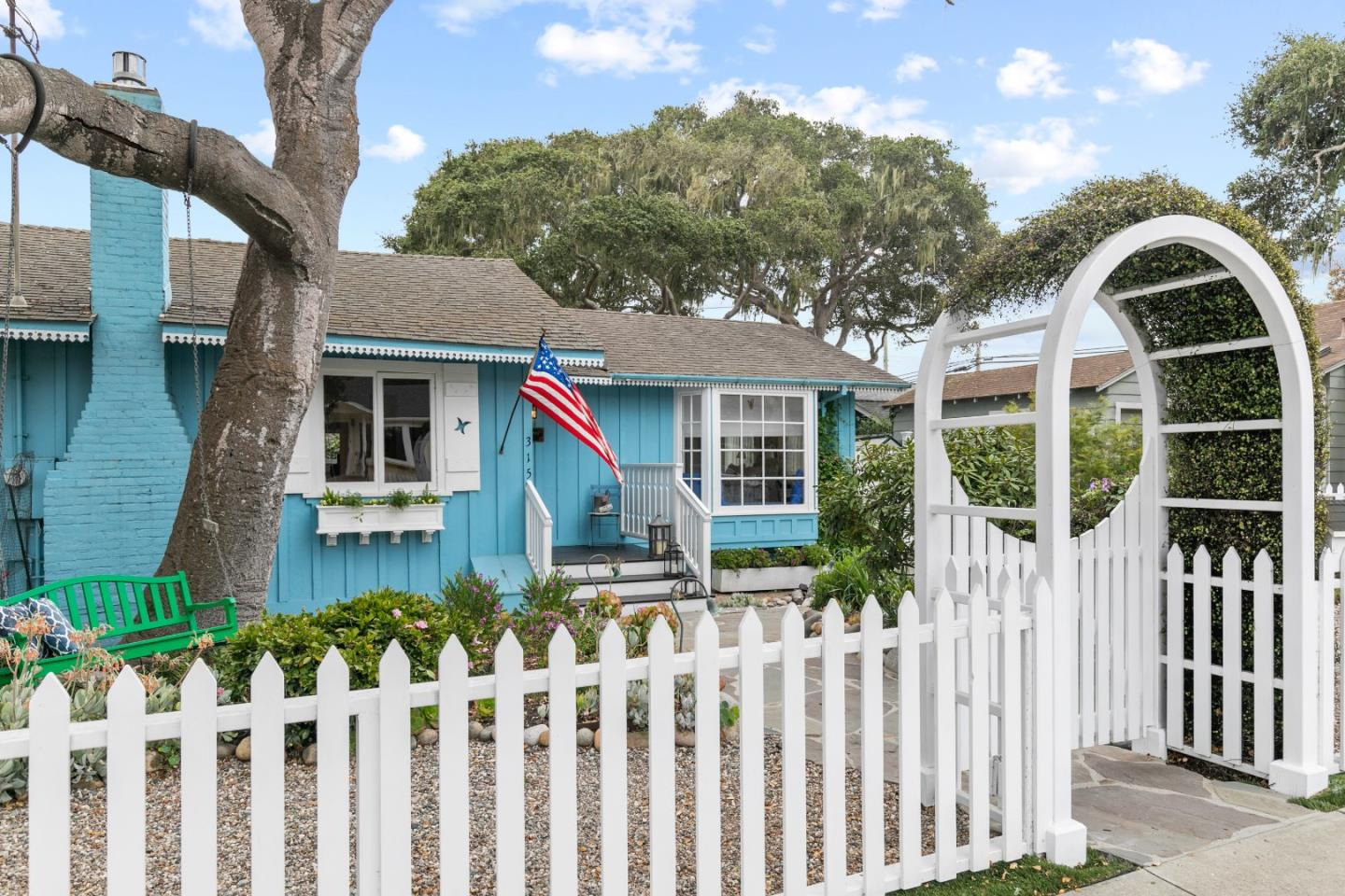 Detail Gallery Image 1 of 1 For 315 Willow St, Pacific Grove,  CA 93950 - 2 Beds   1 Baths