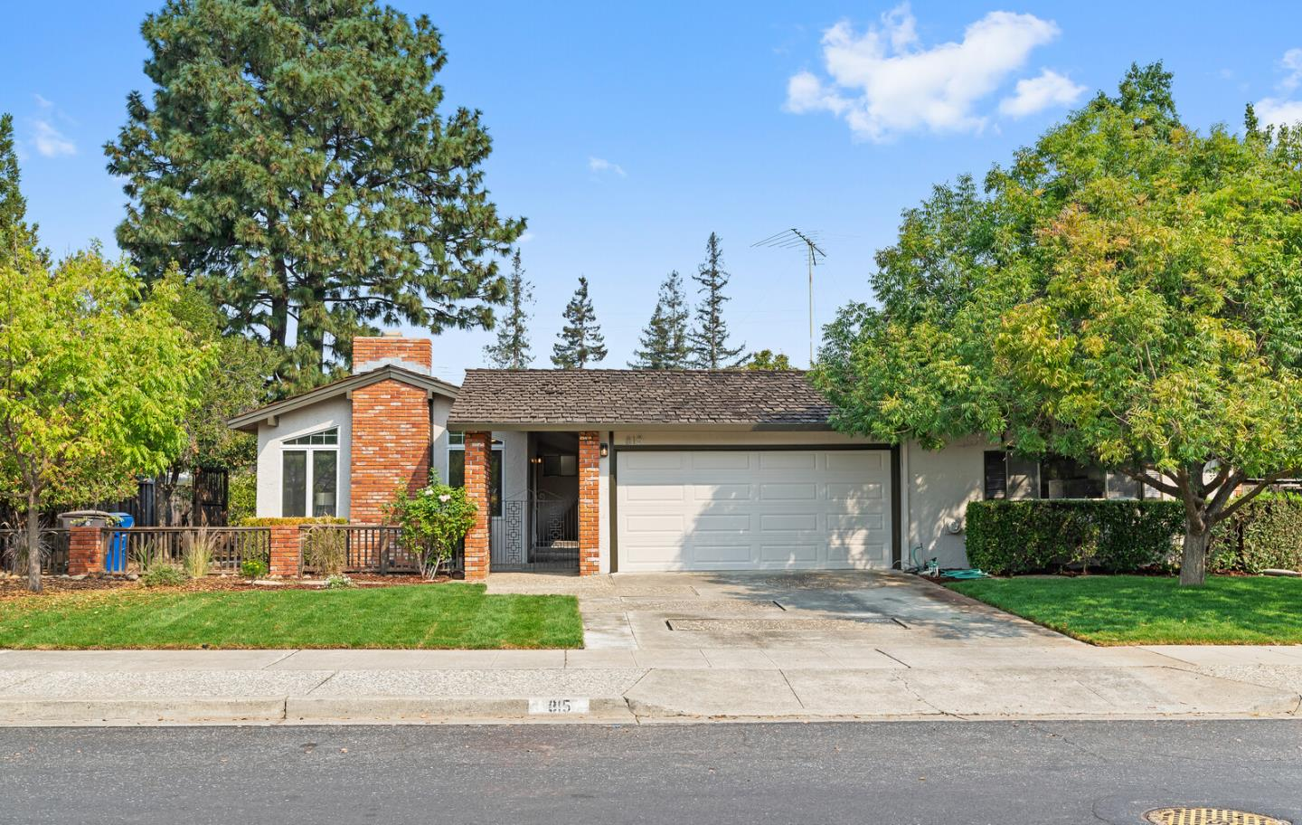 Detail Gallery Image 1 of 1 For 815 Lilac Way, Los Gatos,  CA 95032 - 3 Beds | 2 Baths
