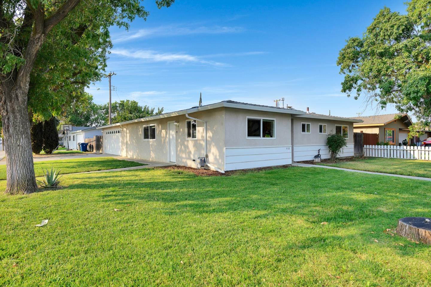 Detail Gallery Image 1 of 1 For 453 Mandarin Ave, Los Banos,  CA 93635 - 3 Beds | 2 Baths