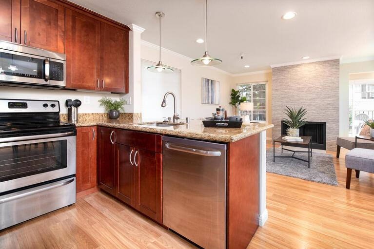 Detail Gallery Image 1 of 1 For 735 El Camino Real #101,  Burlingame,  CA 94010 - 2 Beds | 1 Baths