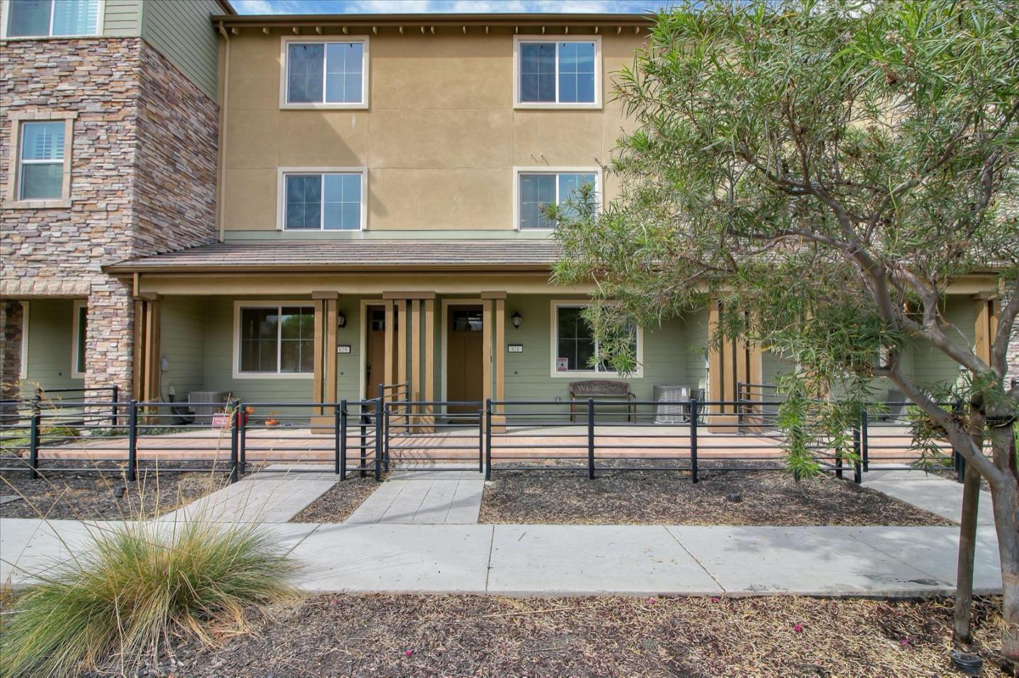 Detail Gallery Image 1 of 1 For 821 Blue Opal Dr, San Jose,  CA 95123 - 3 Beds | 3/1 Baths