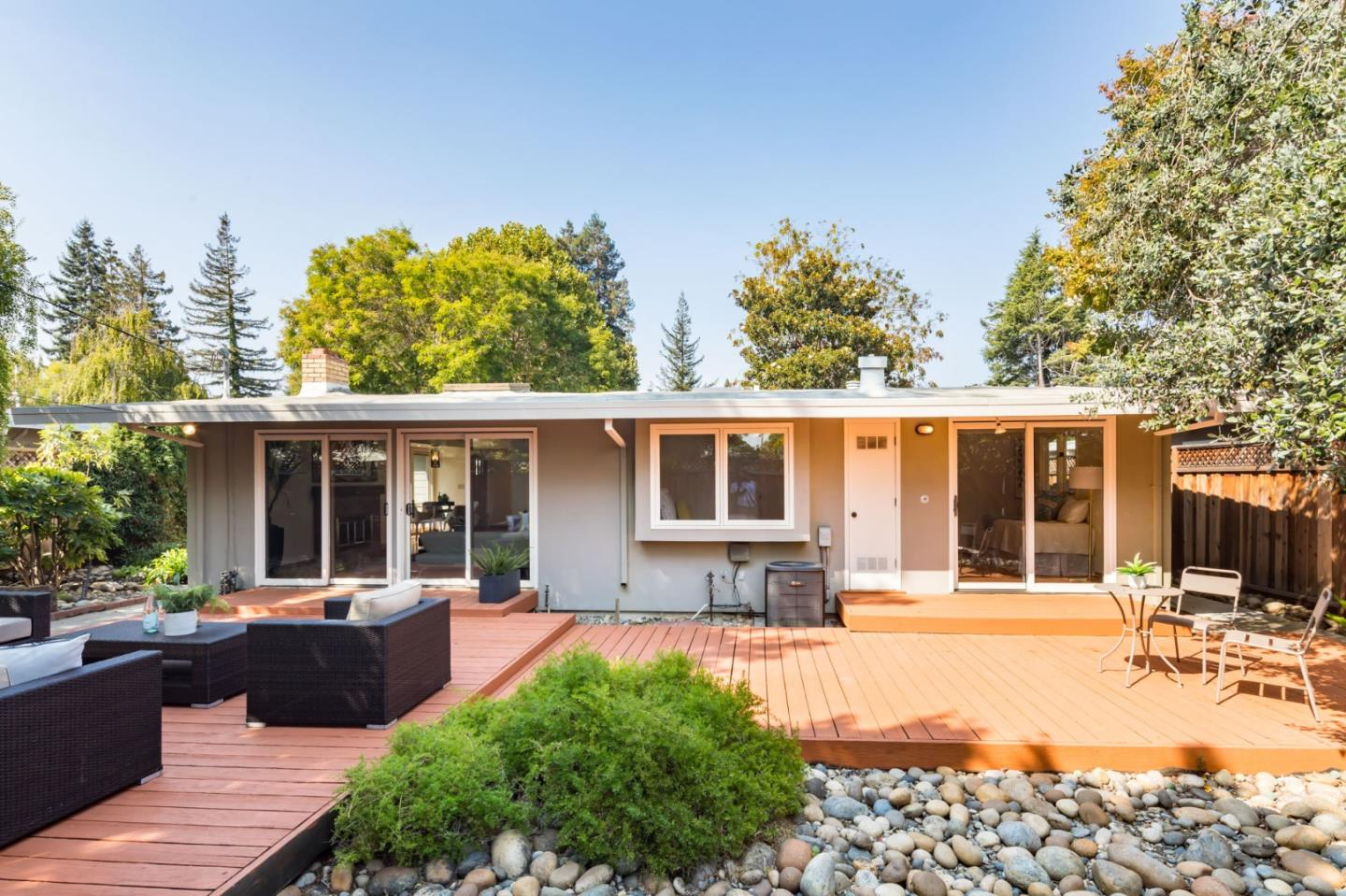 Detail Gallery Image 1 of 1 For 960 Dennis Dr, Palo Alto,  CA 94303 - 3 Beds | 2 Baths