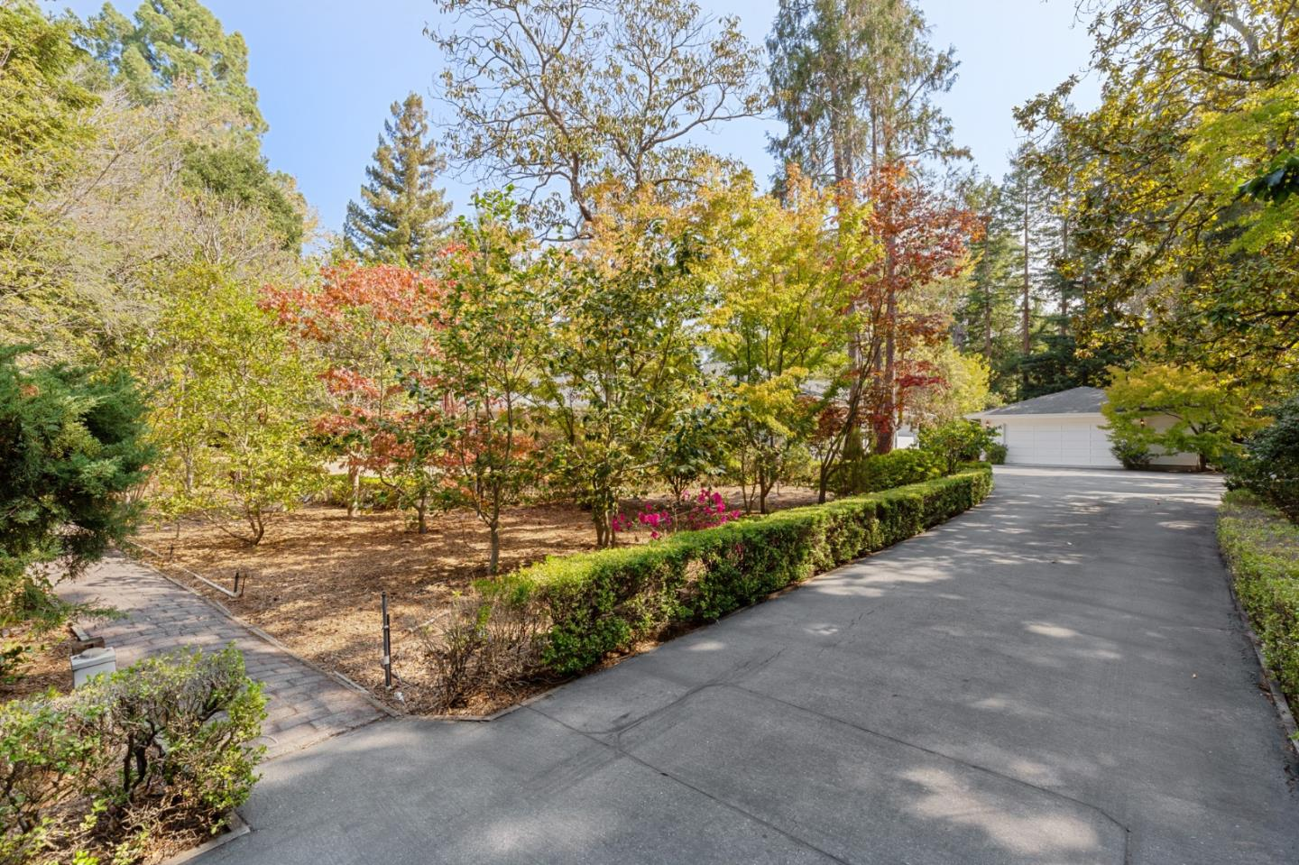Detail Gallery Image 1 of 28 For 143 Selby Ln, Atherton,  CA 94027 - 3 Beds | 4 Baths