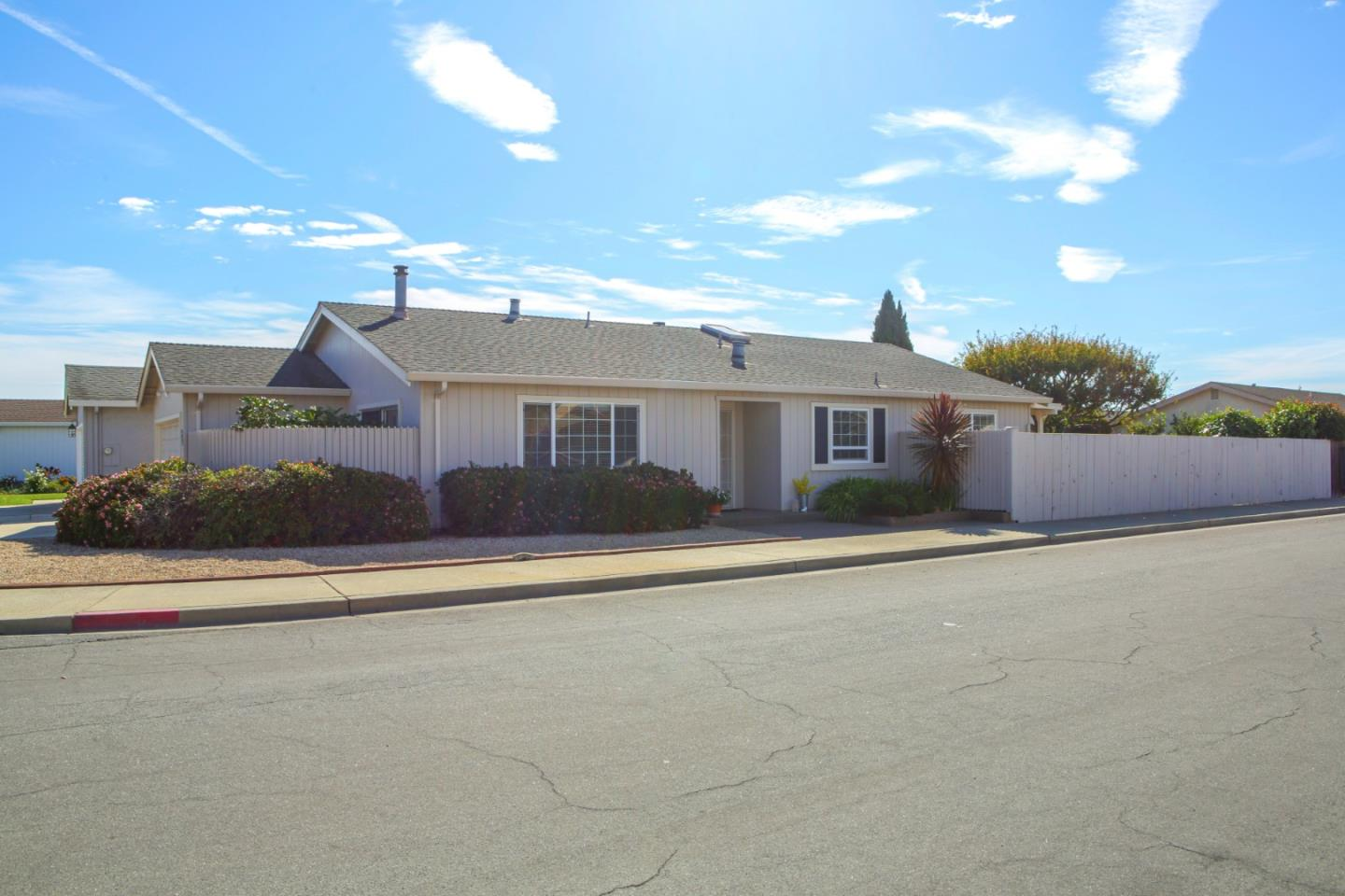 Detail Gallery Image 1 of 1 For 541 Suncrest Way, Watsonville,  CA 95076 - 2 Beds | 2 Baths