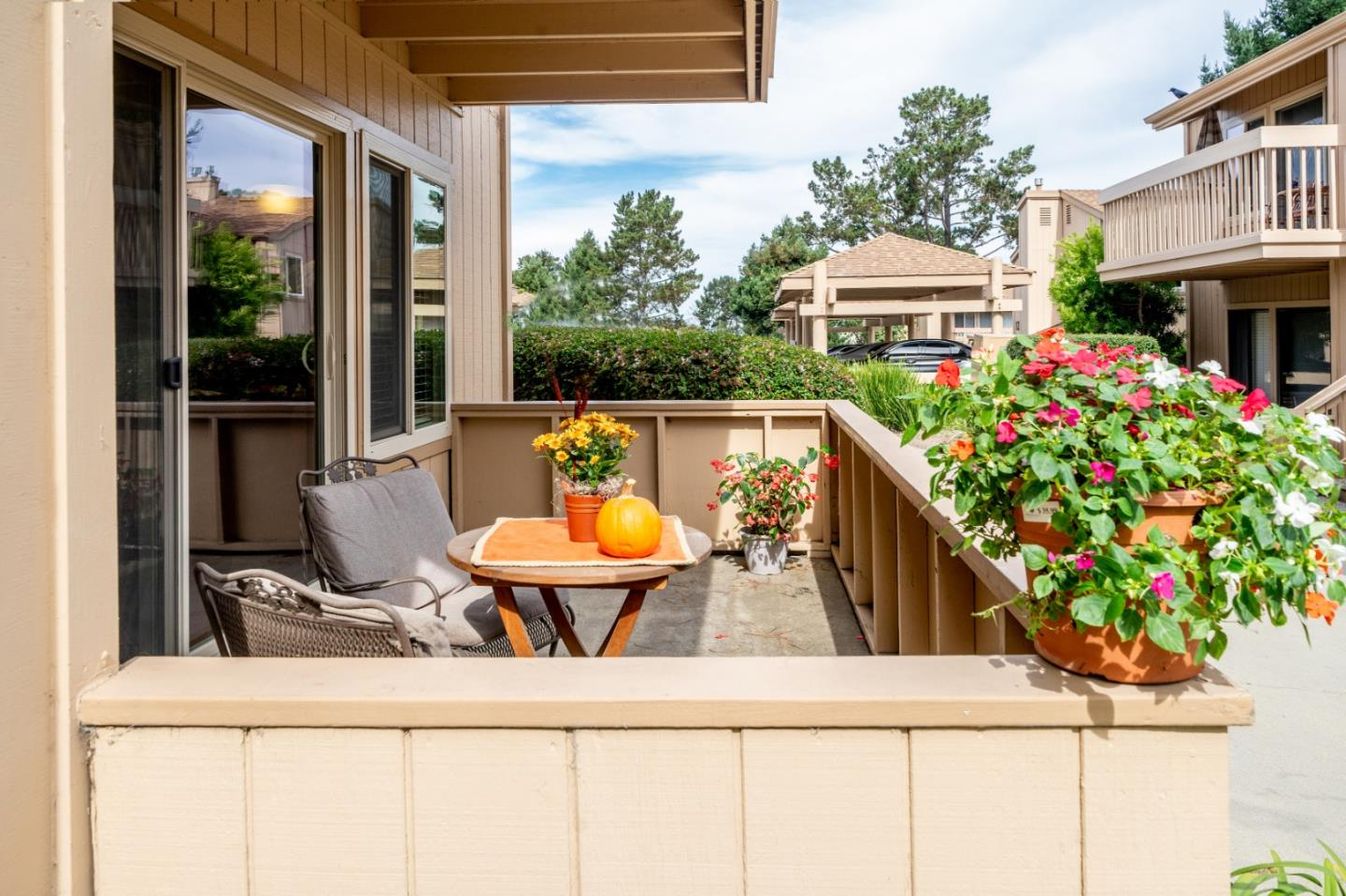 Detail Gallery Image 1 of 1 For 300 Glenwood Cir #177,  Monterey,  CA 93940 - 2 Beds | 1 Baths