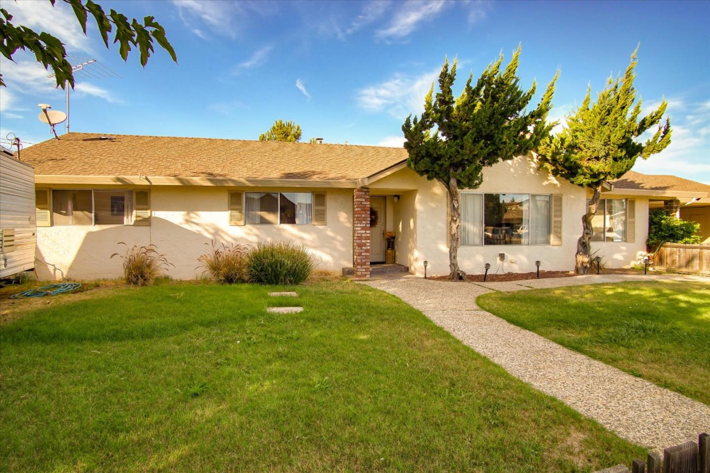 Detail Gallery Image 1 of 1 For 1777 Sunnyslope Ln, Hollister,  CA 95023 - 3 Beds | 2/1 Baths