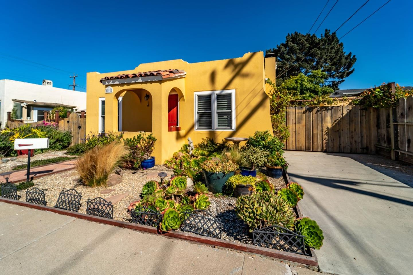 Detail Gallery Image 1 of 1 For 805 Ocean Ave, Monterey,  CA 93940 - 2 Beds | 2 Baths