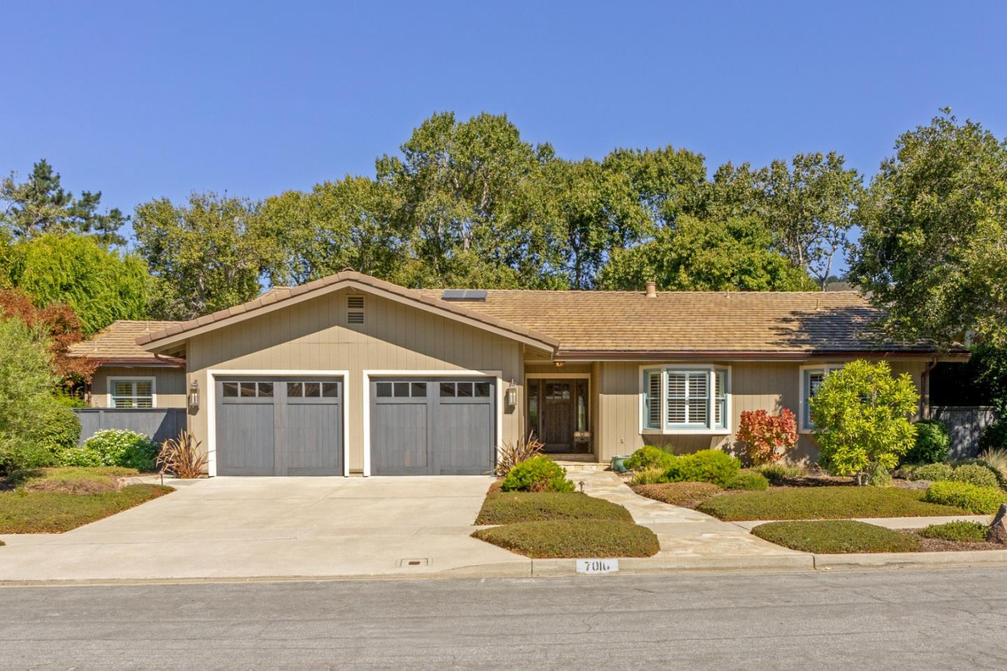 Detail Gallery Image 1 of 29 For 7010 Valley Greens Cir, Carmel,  CA 93923 - 3 Beds   2/1 Baths