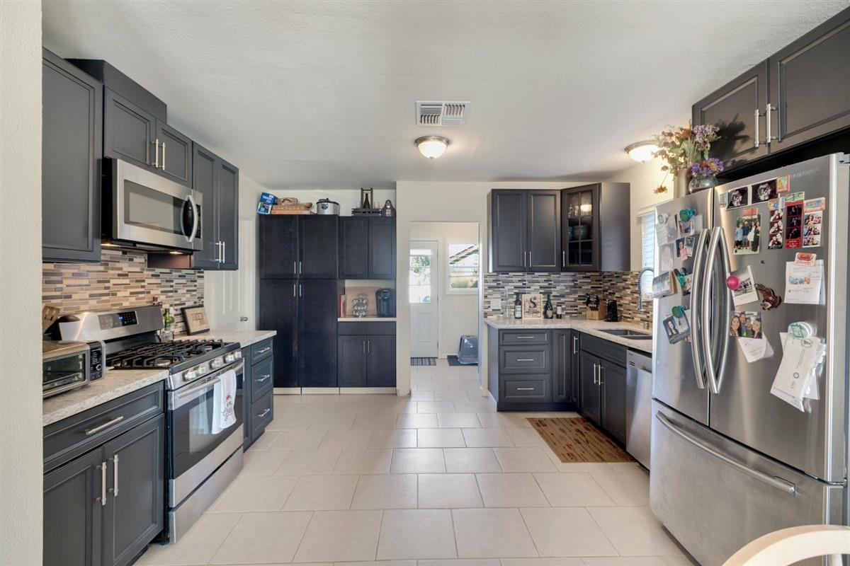 Detail Gallery Image 1 of 1 For 7550 Rosanna St, Gilroy,  CA 95020 - 3 Beds | 1/1 Baths