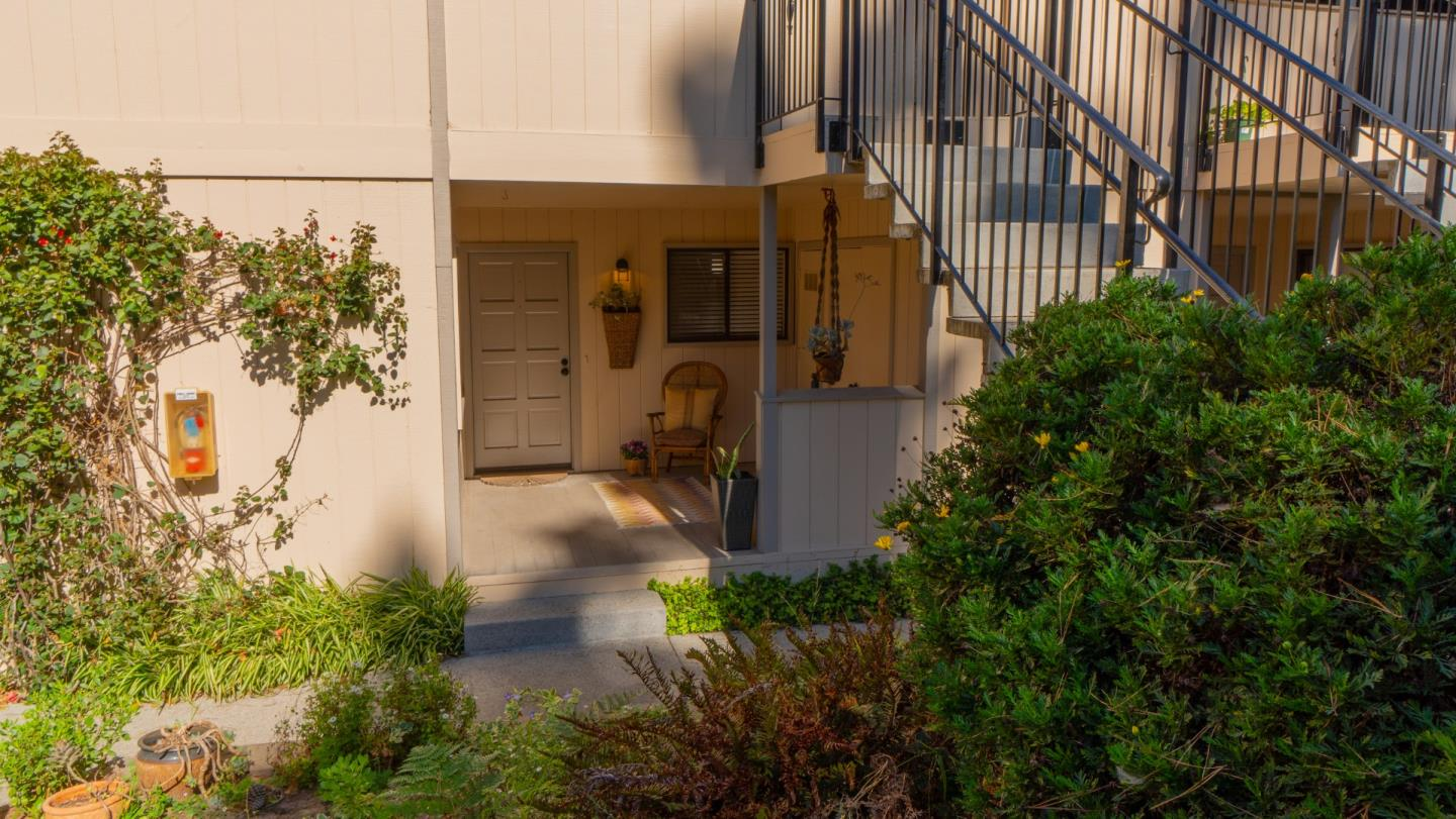 Detail Gallery Image 1 of 1 For 250 Forest Ridge Rd #11,  Monterey,  CA 93940 - 2 Beds | 2 Baths