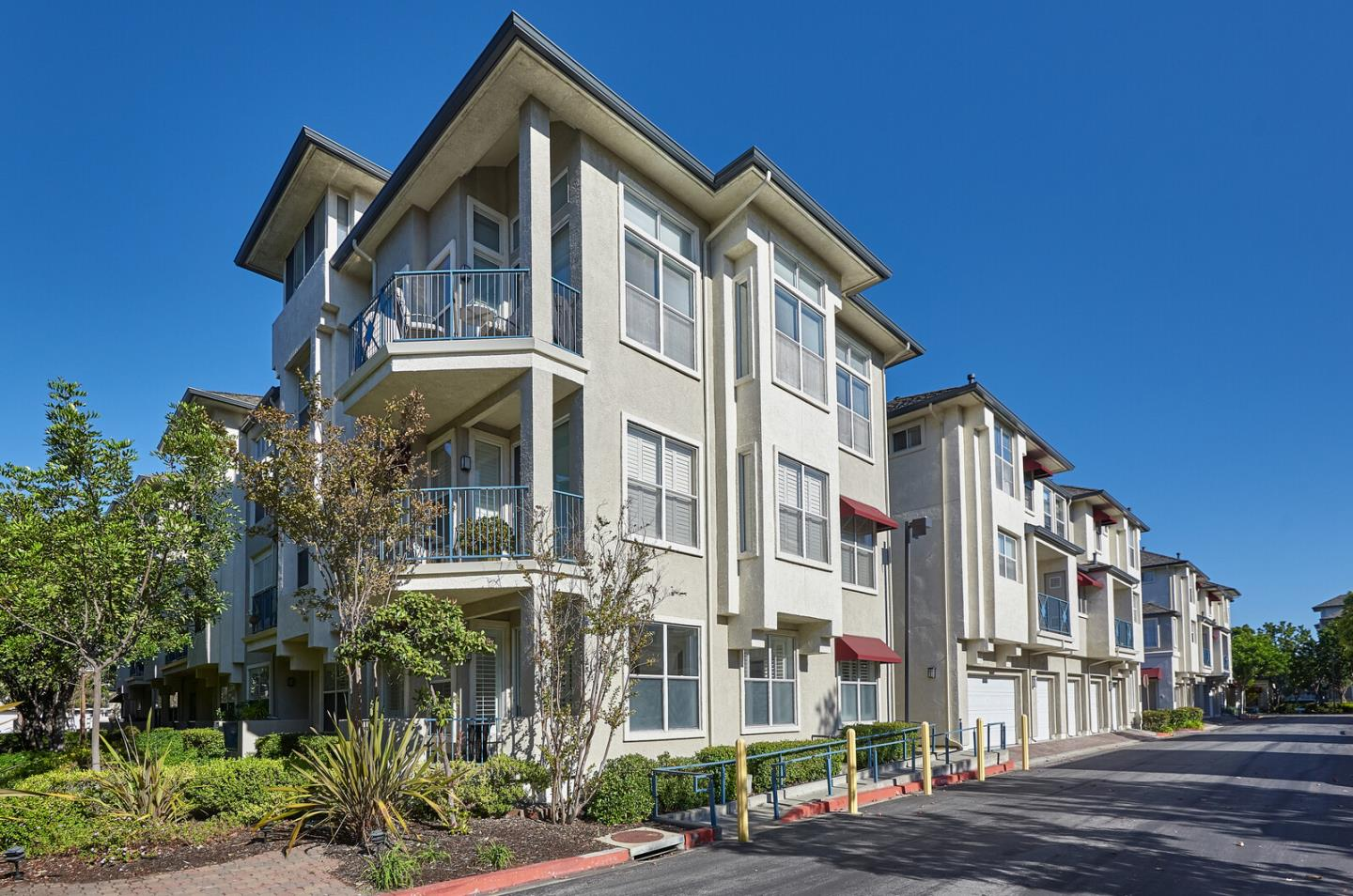 Detail Gallery Image 1 of 28 For 601 Baltic Cir #601,  Redwood Shores,  CA 94065 - 2 Beds | 2 Baths
