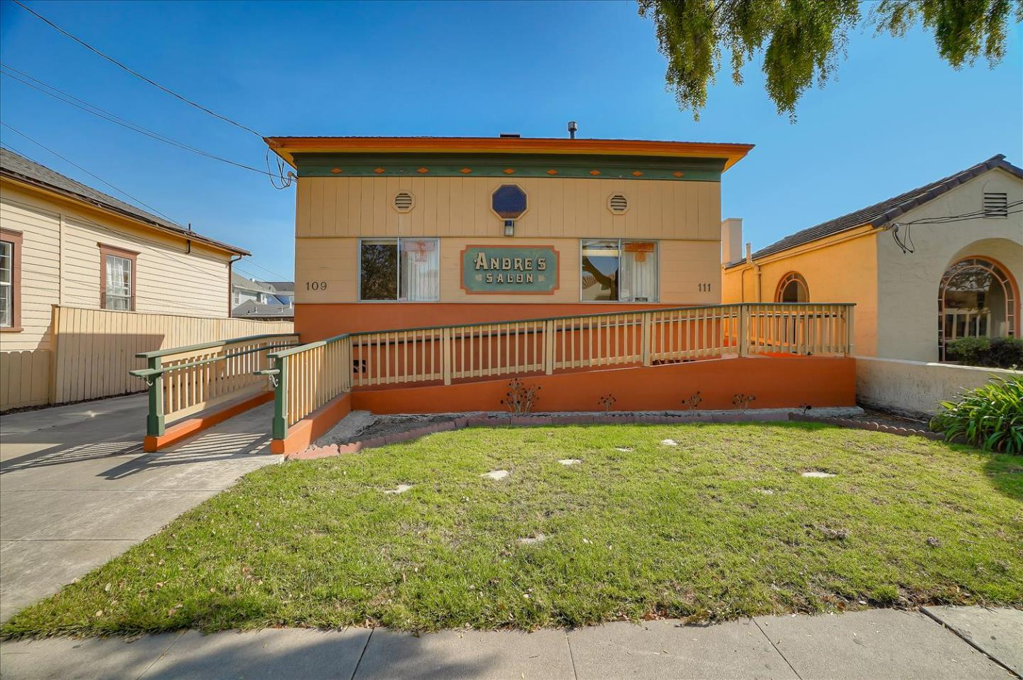 Detail Gallery Image 1 of 39 For 109 Capitol St, Salinas,  CA 93901 - – Beds   – Baths