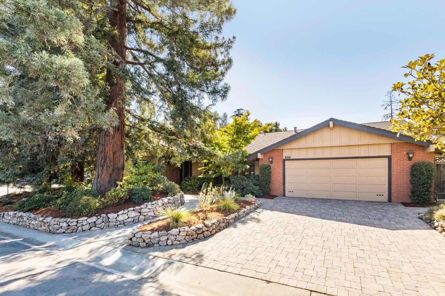Detail Gallery Image 1 of 1 For 690 Blinn Ct, Los Altos,  CA 94024 - 3 Beds | 2/1 Baths