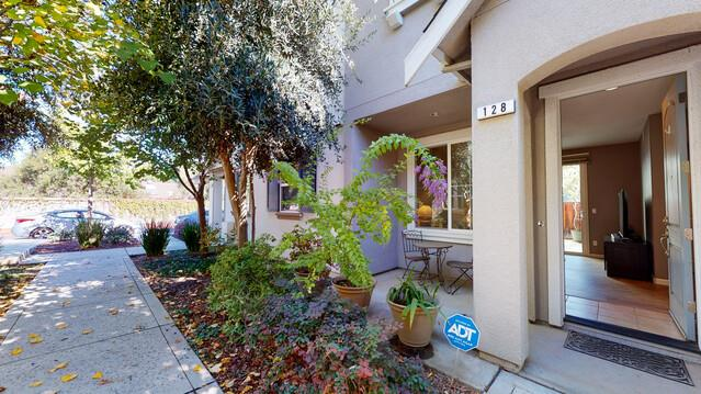 Detail Gallery Image 1 of 1 For 128 Caroline Ln, Gilroy,  CA 95020 - 4 Beds   2/1 Baths