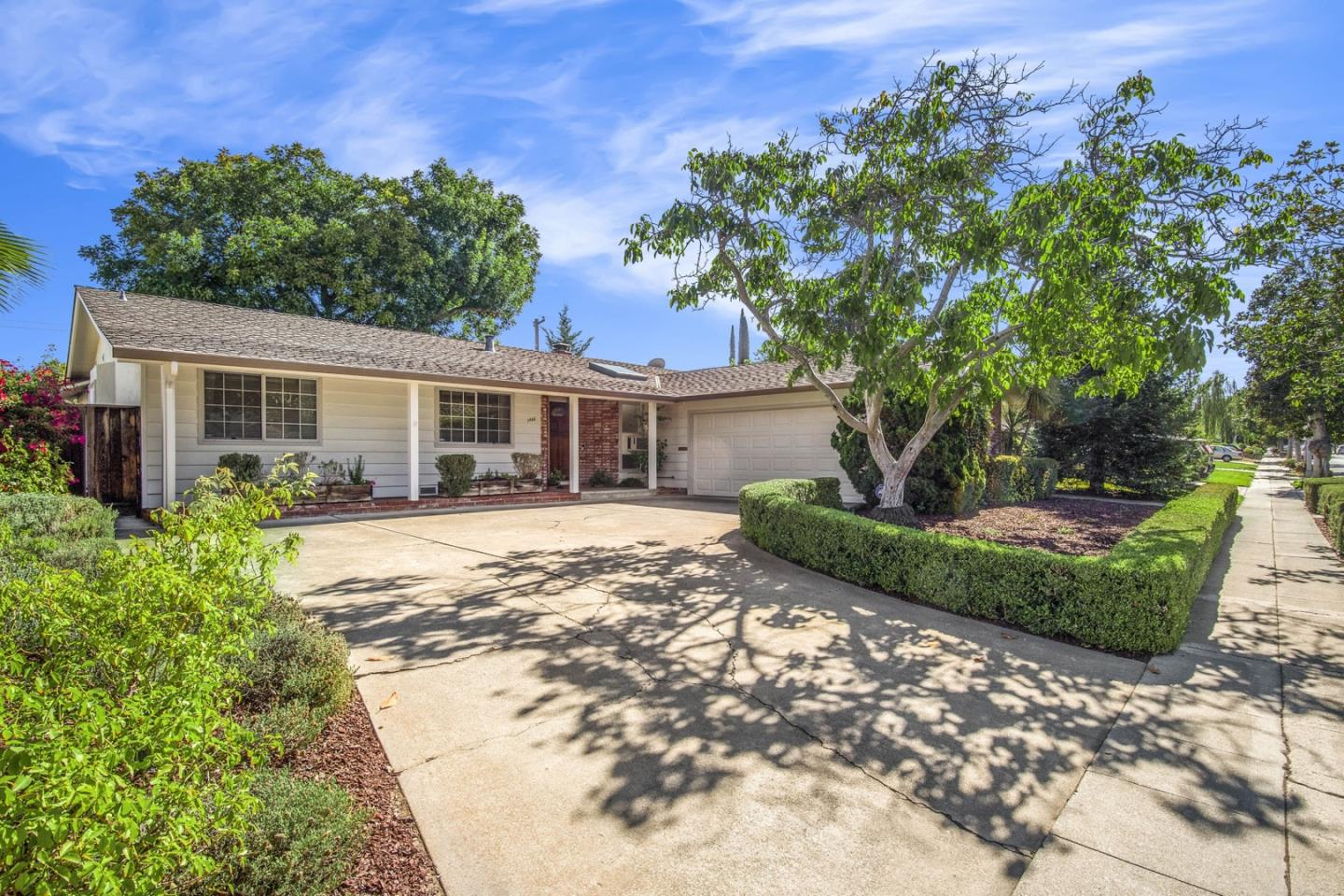 Detail Gallery Image 1 of 1 For 1466 Hollenbeck Ave, Sunnyvale,  CA 94087 - 4 Beds | 2 Baths