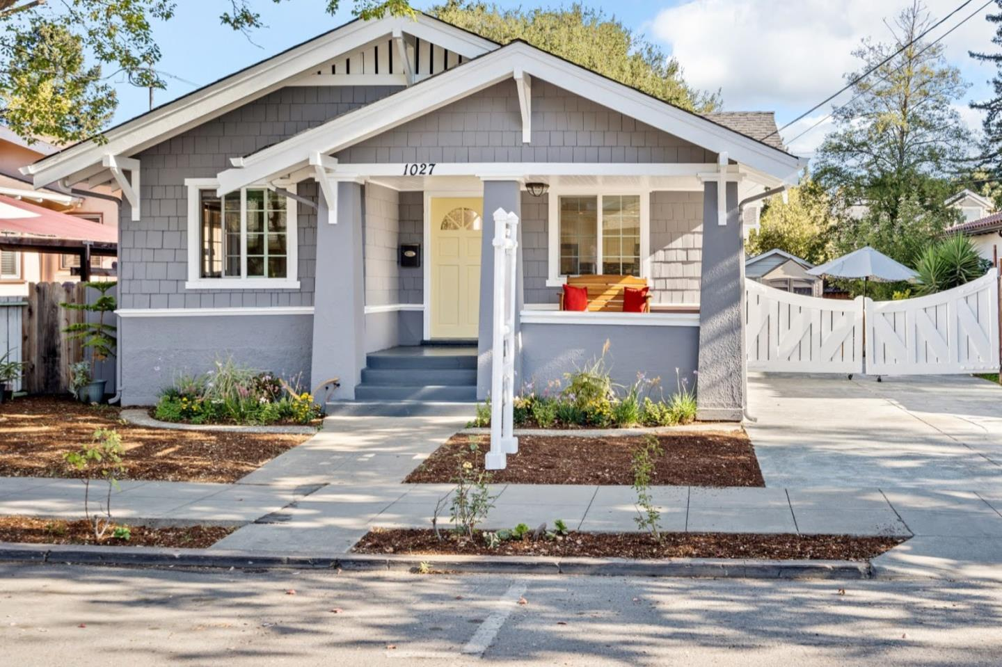 Detail Gallery Image 1 of 34 For 1027 High St, Palo Alto,  CA 94301 - 5 Beds   3 Baths