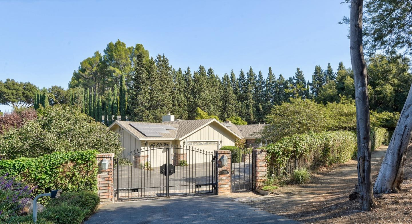 Detail Gallery Image 1 of 1 For 10723 Magdalena Rd, Los Altos Hills,  CA 94024 - 4 Beds   3/1 Baths