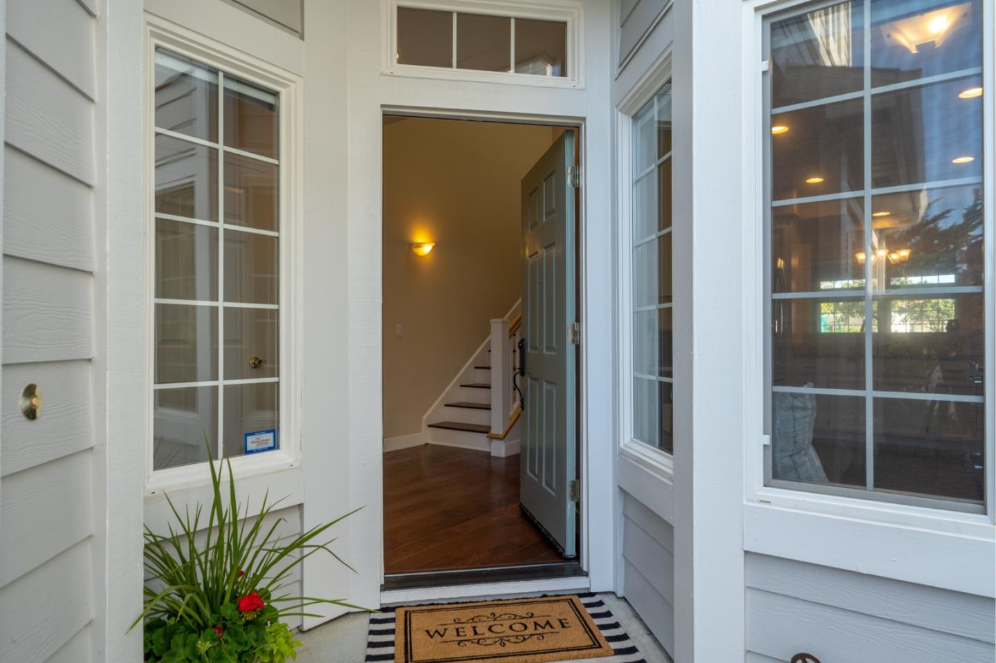 Detail Gallery Image 1 of 1 For 96 Outlook Cir, Pacifica,  CA 94044 - 2 Beds | 2/1 Baths