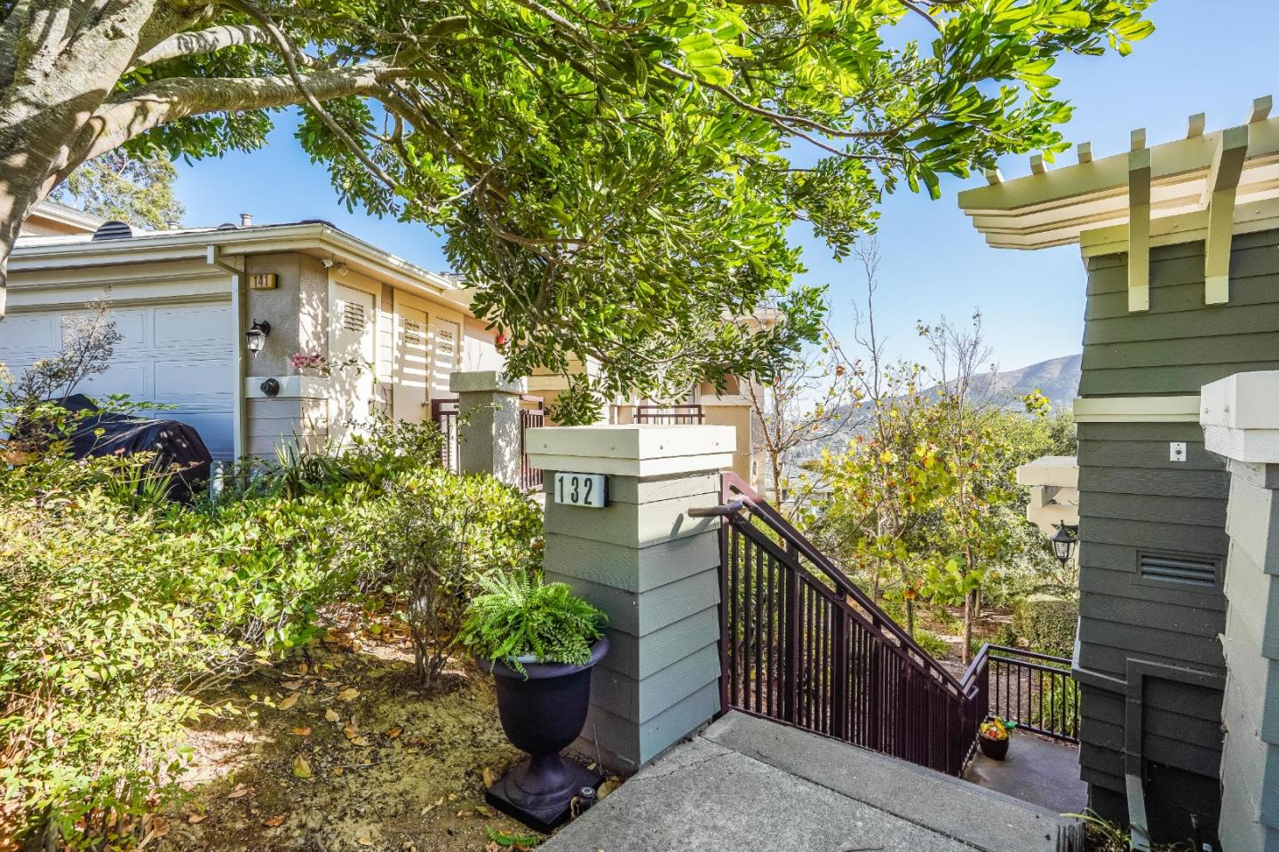 Detail Gallery Image 1 of 37 For 132 Red Hawk Ct, Brisbane,  CA 94005 - 2 Beds | 2 Baths