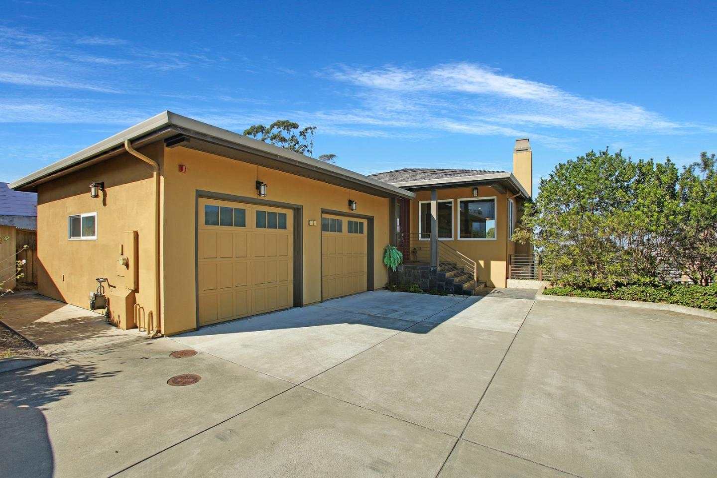 Detail Gallery Image 1 of 1 For 2 Hana Vista Ln, Daly City,  CA 94014 - 4 Beds | 4 Baths