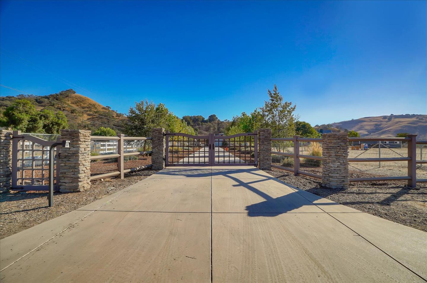 Detail Gallery Image 1 of 1 For 6840 Southside Rd, Hollister,  CA 95023 - 3 Beds | 2/1 Baths