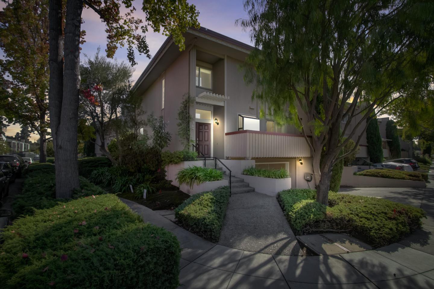 Detail Gallery Image 1 of 1 For 307 Carlos Ave, Redwood City,  CA 94061 - 3 Beds | 2/1 Baths