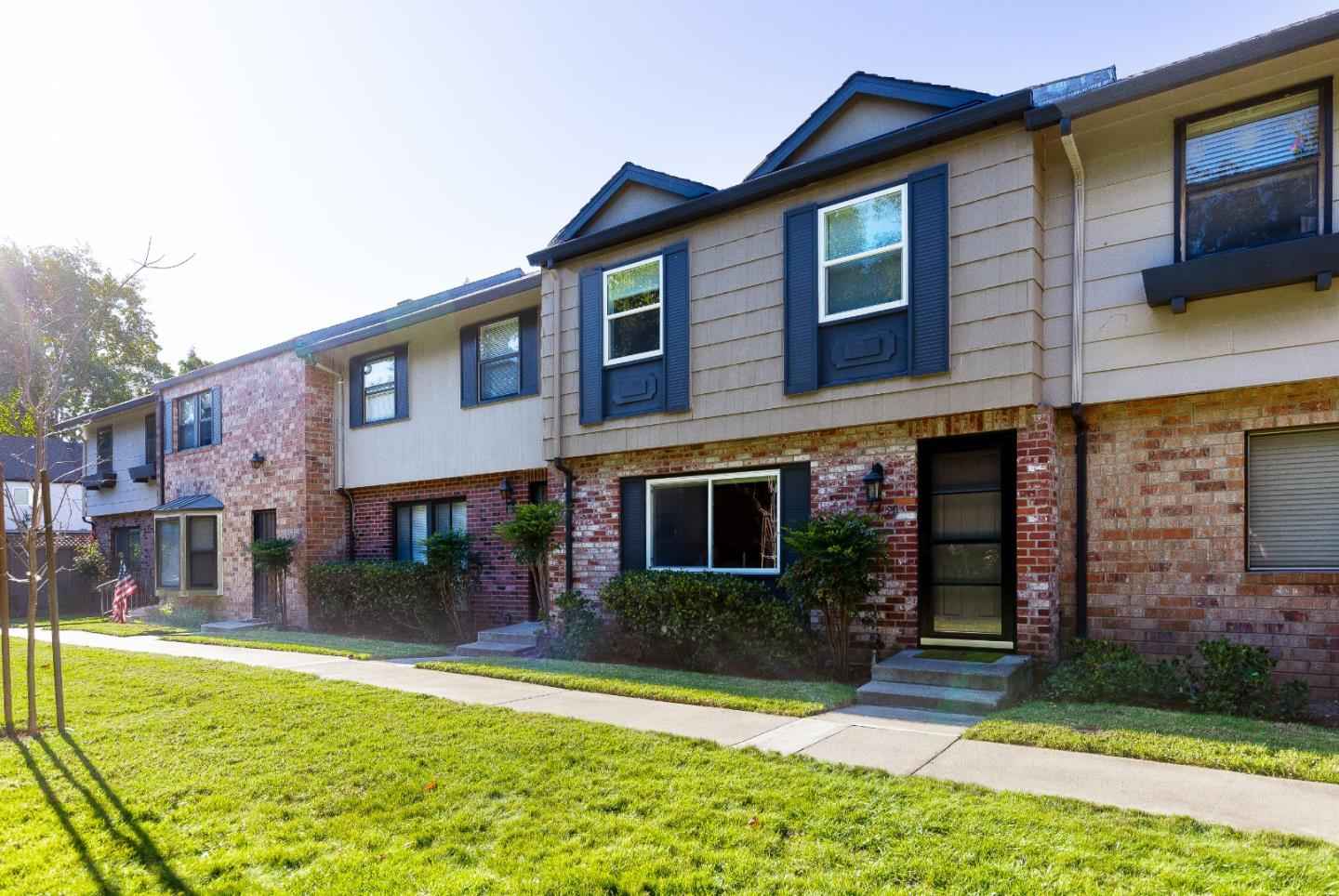 Detail Gallery Image 1 of 1 For 1450 Carnot Dr, San Jose,  CA 95126 - 3 Beds   2/1 Baths