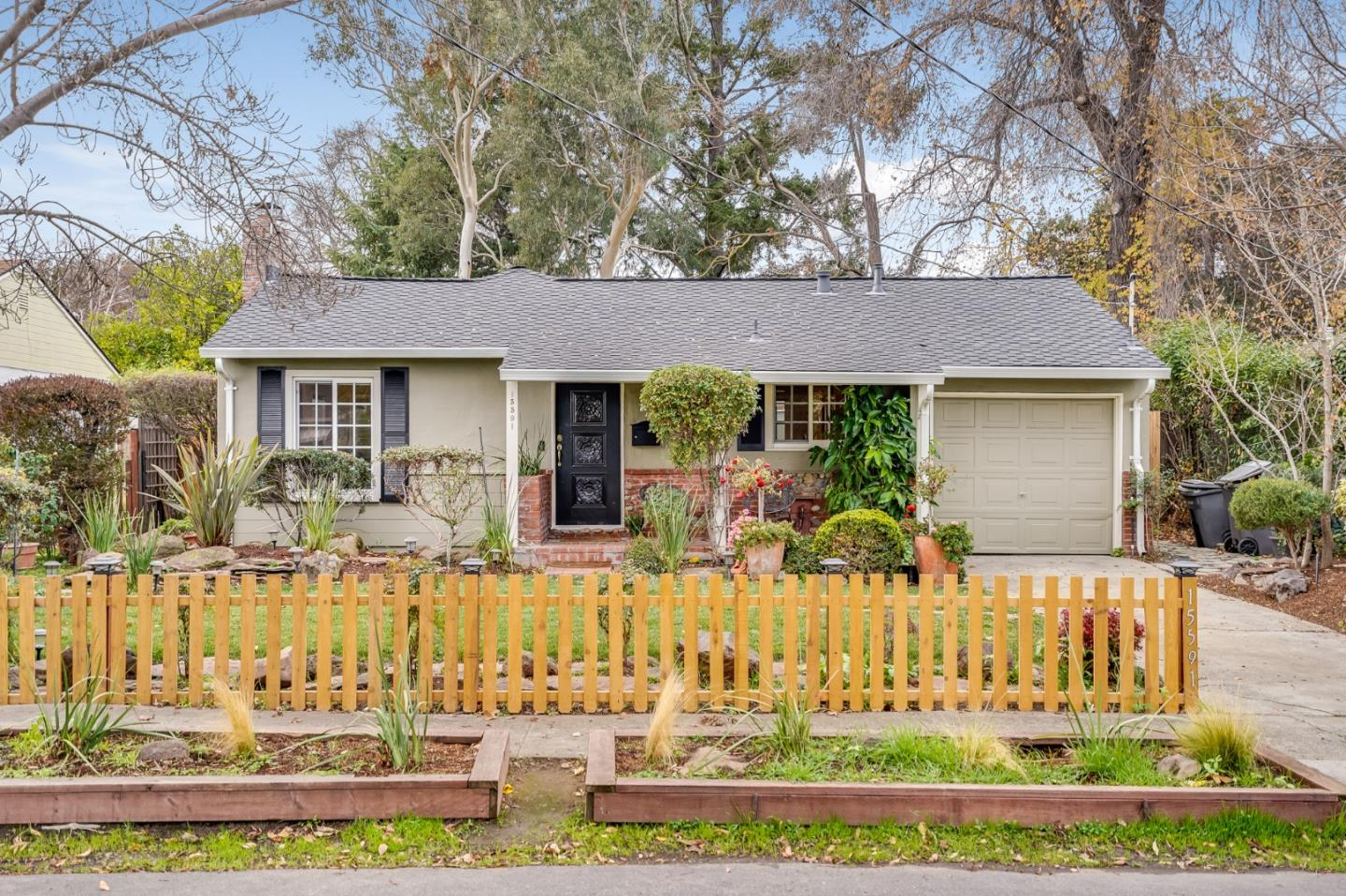 Detail Gallery Image 1 of 1 For 15591 Linda Ave, Los Gatos,  CA 95032 - 2 Beds | 1 Baths