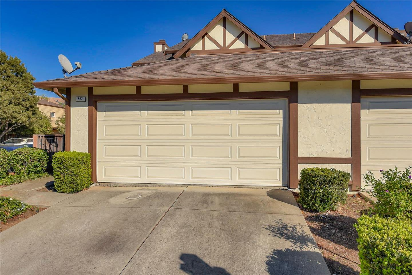 Detail Gallery Image 1 of 1 For 752 Jennifer Way, Milpitas,  CA 95035 - 2 Beds | 2/1 Baths