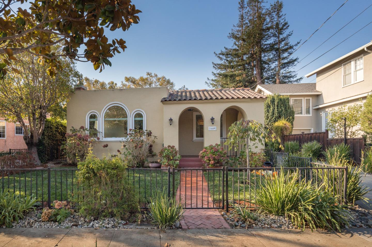 Detail Gallery Image 1 of 1 For 1449 California Dr, Burlingame,  CA 94010 - 2 Beds | 1 Baths