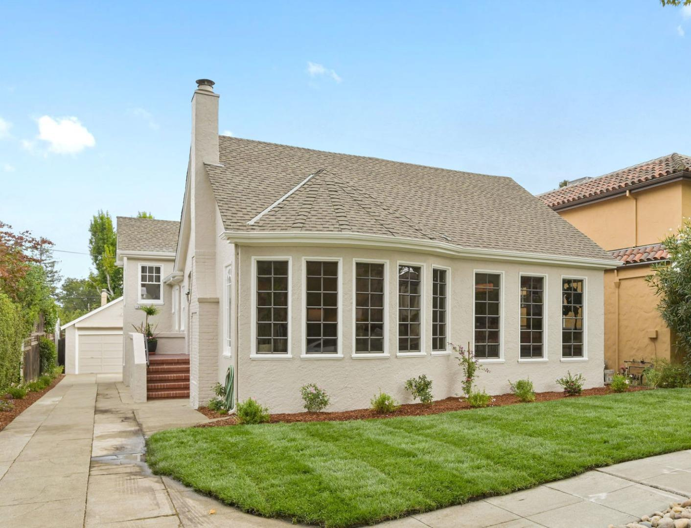 Detail Gallery Image 1 of 1 For 1420 Columbus Ave, Burlingame,  CA 94010 - 4 Beds   2 Baths