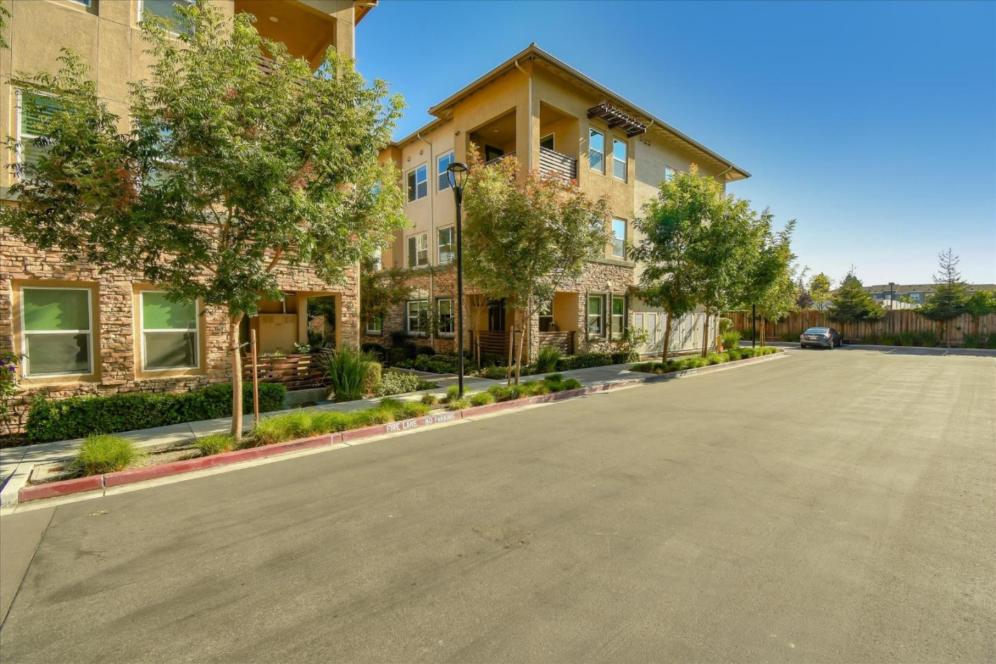 Detail Gallery Image 1 of 1 For 1110 Karby Ter #301,  Sunnyvale,  CA 94089 - 3 Beds   2 Baths