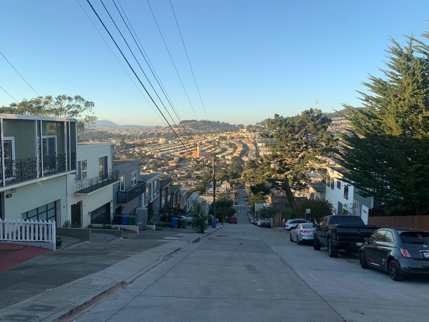 Rare west-face Merced Heights- own, rent, both!  Incredible vast SF city. Fantastic Pac Ocean / Bay views. Private cul-de-sac st. Mstly orig homeownrs! Newr marbl brkfast conter-top adjacnt dine rm, live rm w travrtin firepl. Hardwd flrs thruout.  Kit- disposal, dishwashr, oven.  Dwnstairs unit- sep entrance, storage, halwy closet, private aces- backyrd & gar.... bonus rm before entering main room / studio w private bath.  Remrkable ocean views accent sunny dwnstrs livin-unit- hi-ceilings.  Ext panted '19. Updated bathrm dwnstairs & 2 remodld bathrms w Italian tile, marbl,, slate.  Mastr bathrm Jacuzi tub, dual-sink vanty. Tenant vry cooprativ.  Rent $4,447 mo for top-level only... wonderful oportunty owner-ocupy lowr-levl or rent as extra income. Lower-level mrket rent $2,800. NEAR: Brooks Prk, Lakeview & Ashton Mini Prk, Lake Merced, Lake Merced Prk, Lakeshore, Miraloma Playgrond, Stern Grove Dog Prk, Pine Lake Prk, Ocean Av, San Bruno Mt. Stat/County Prk.  Easy to freway 101, 280.