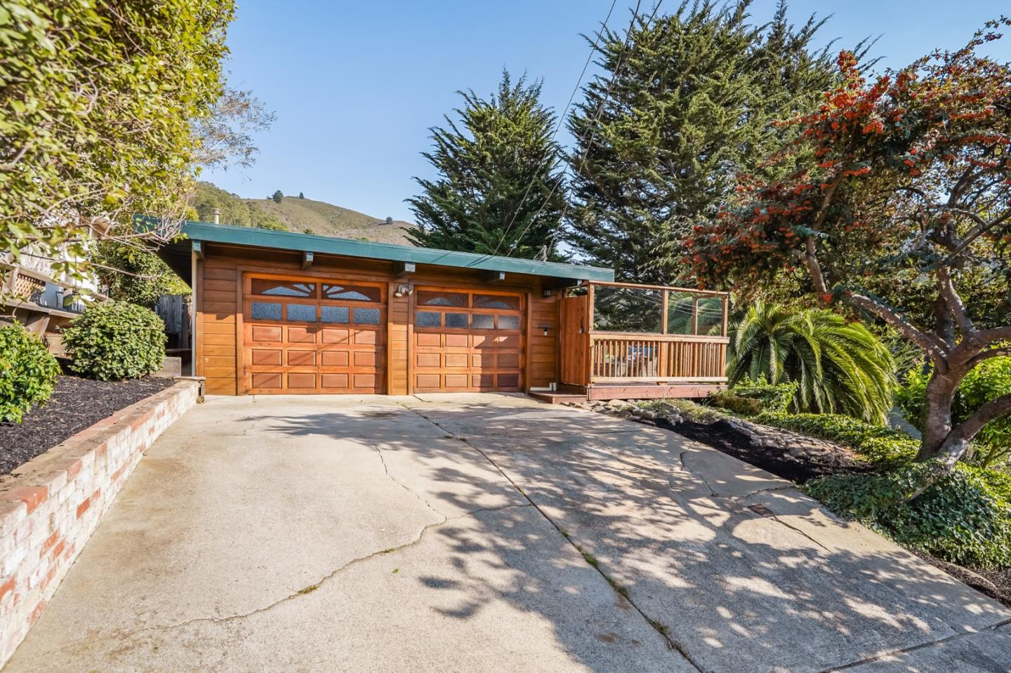 Detail Gallery Image 1 of 1 For 147 Hiawatha Ave, Pacifica,  CA 94044 - 3 Beds | 1/1 Baths