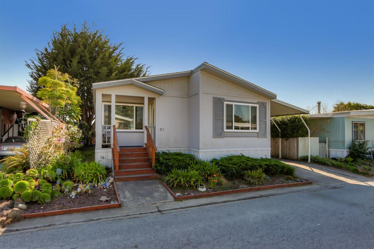Detail Gallery Image 1 of 35 For 31 Sea Breeze Dr #31,  Half Moon Bay,  CA 94019 - 3 Beds | 2 Baths