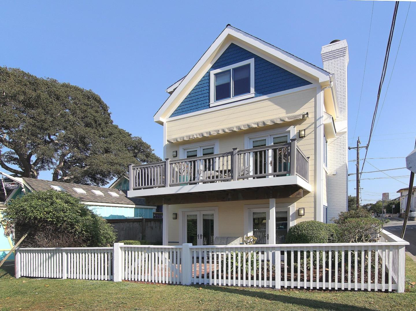Detail Gallery Image 1 of 1 For 124 19th St, Pacific Grove,  CA 93950 - 3 Beds | 2/1 Baths
