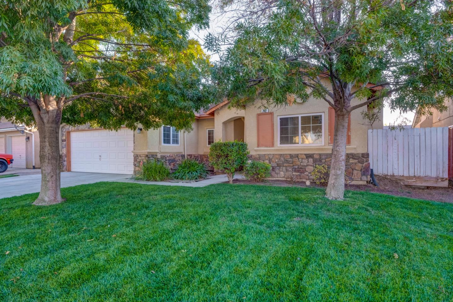 Detail Gallery Image 1 of 1 For 742 Rhone Ct, Los Banos,  CA 93635 - 3 Beds | 2 Baths