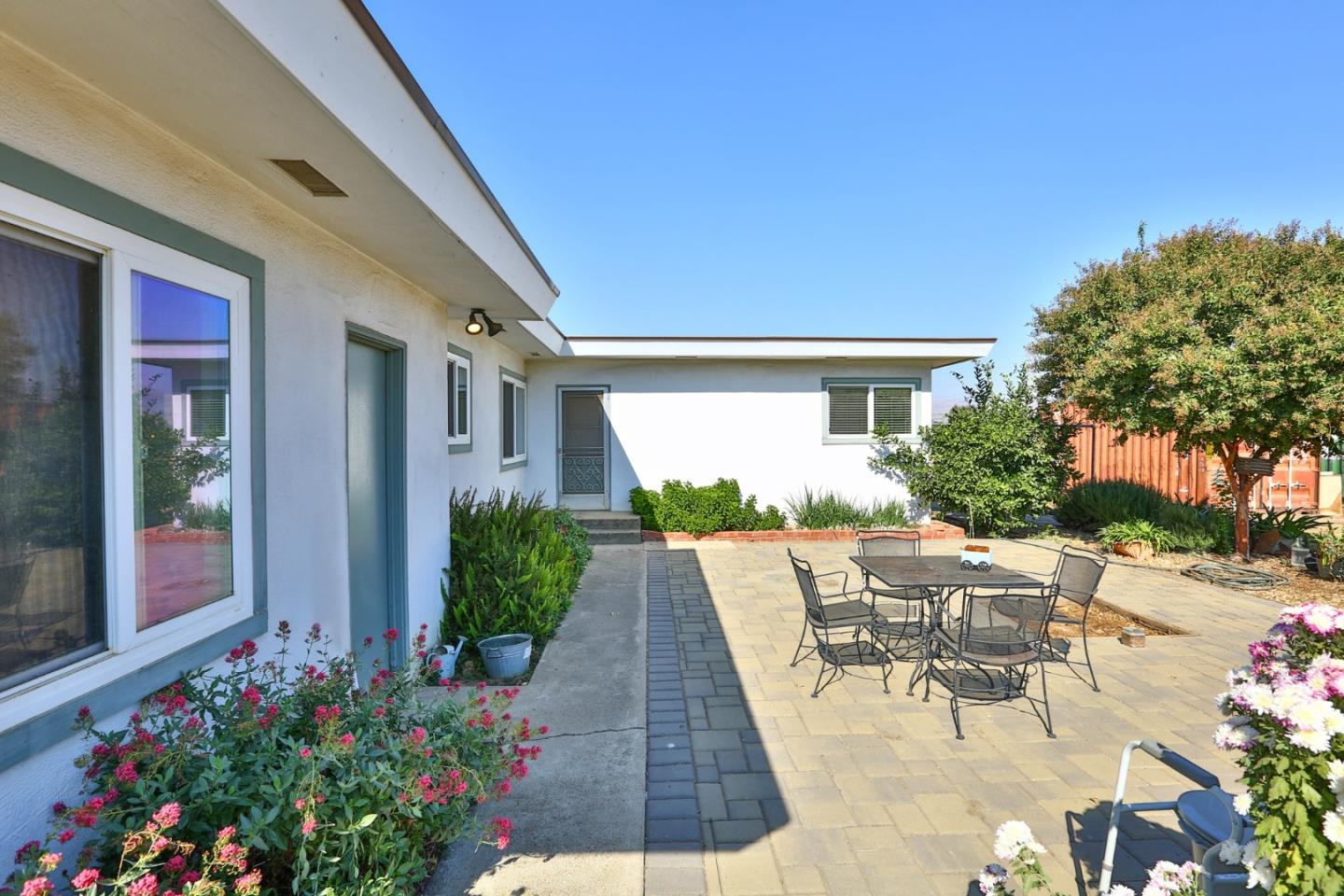 Detail Gallery Image 1 of 1 For 330 Day Rd #A,  Gilroy,  CA 95020 - 3 Beds | 2/1 Baths
