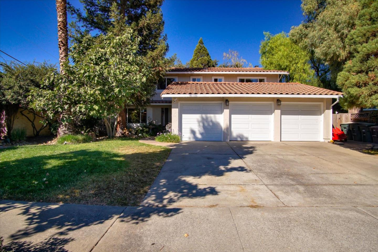 Detail Gallery Image 1 of 1 For 675 Encino Dr, Morgan Hill,  CA 95037 - 5 Beds   3 Baths