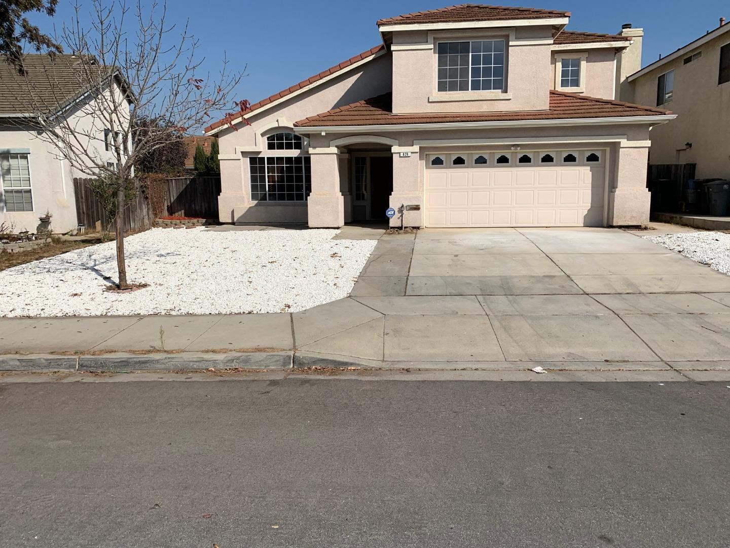Detail Gallery Image 1 of 1 For 829 Tumbleweed Dr, Salinas,  CA 93905 - 4 Beds   2/1 Baths