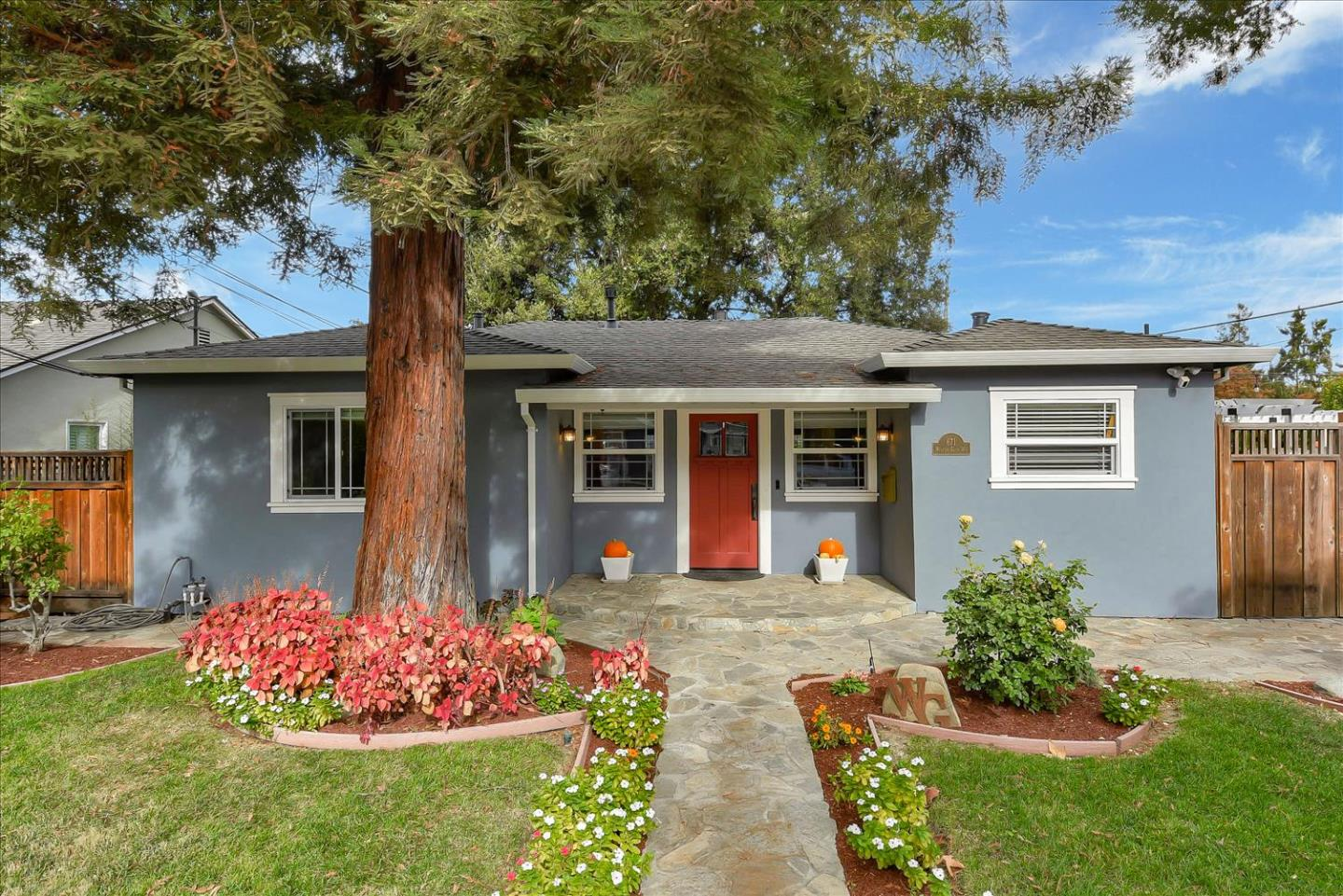 Detail Gallery Image 1 of 1 For 671 Willow Glen Way, San Jose,  CA 95125 - 3 Beds   2 Baths