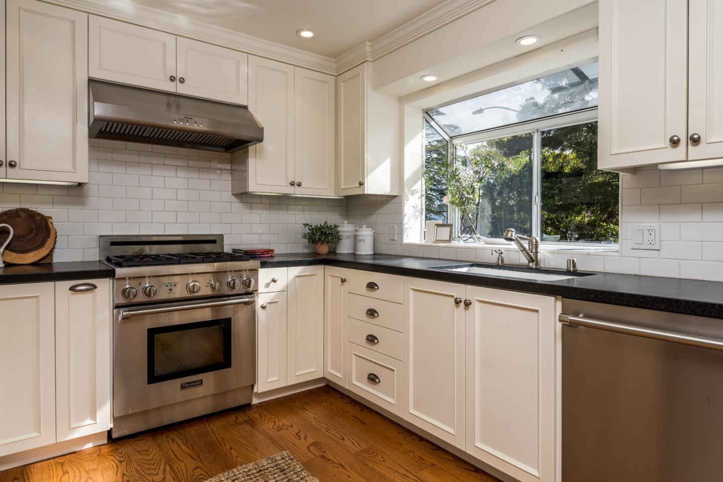 Detail Gallery Image 1 of 1 For 2 Arch St, Redwood City,  CA 94062 - 2 Beds | 2/1 Baths
