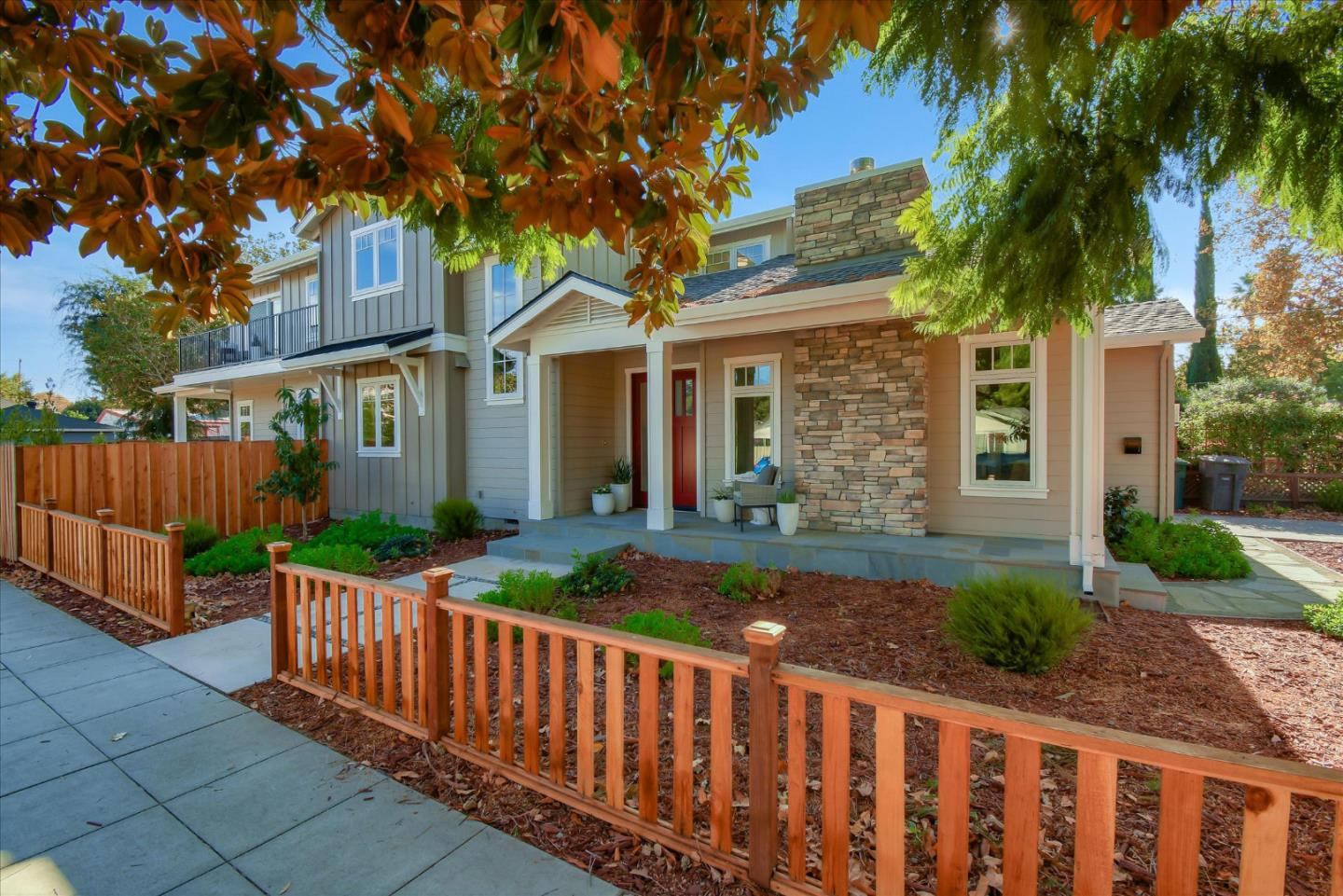 Detail Gallery Image 1 of 1 For 305 Pettis Ave, Mountain View,  CA 94041 - 5 Beds | 4/1 Baths