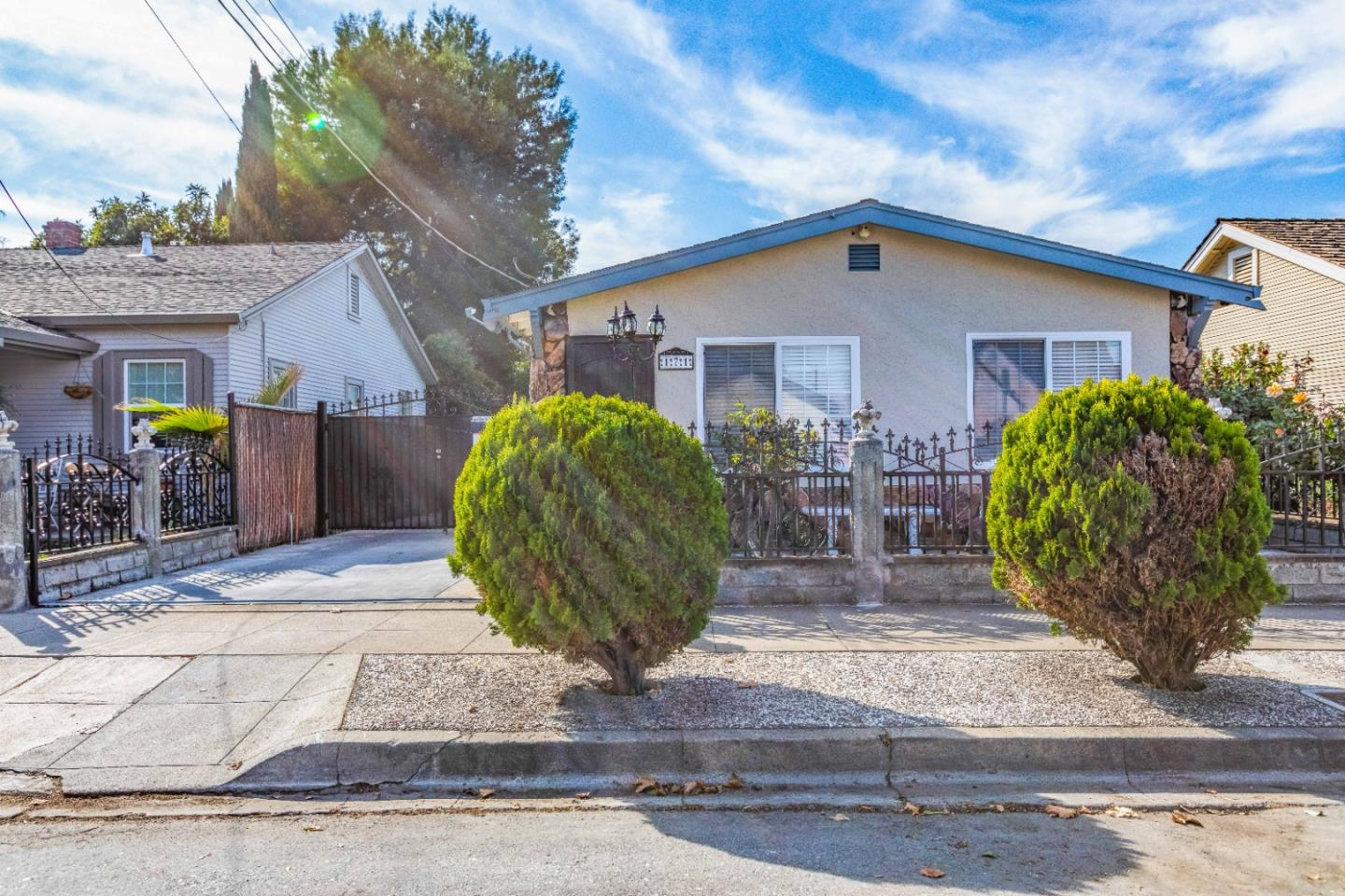 Detail Gallery Image 1 of 1 For 171 N 26th St, San Jose,  CA 95116 - 3 Beds | 2 Baths