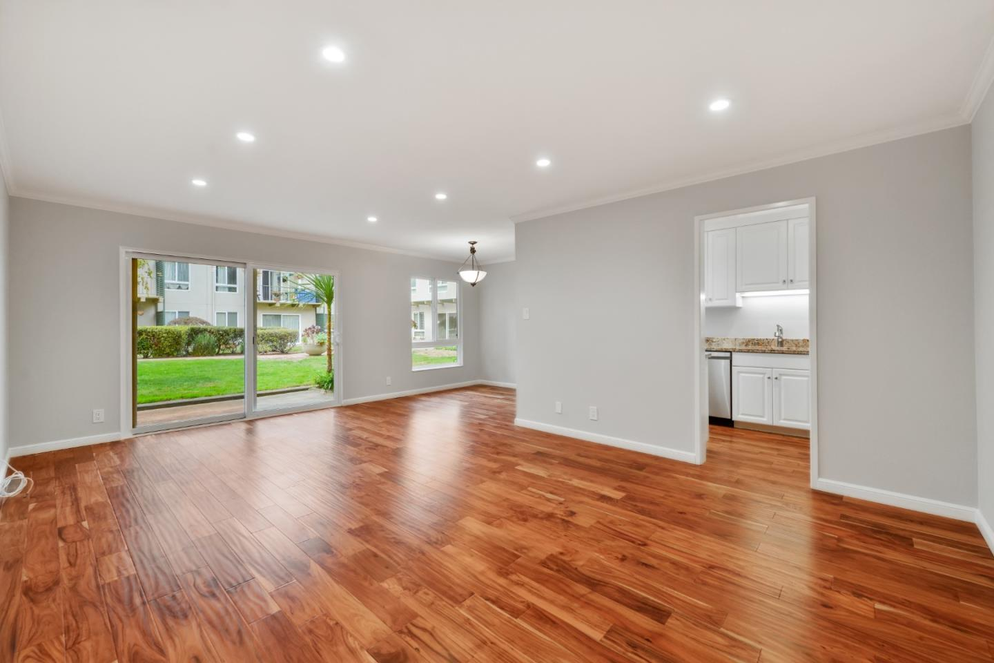 Detail Gallery Image 1 of 1 For 845 N Humboldt St #207,  San Mateo,  CA 94401 - 1 Beds | 1 Baths