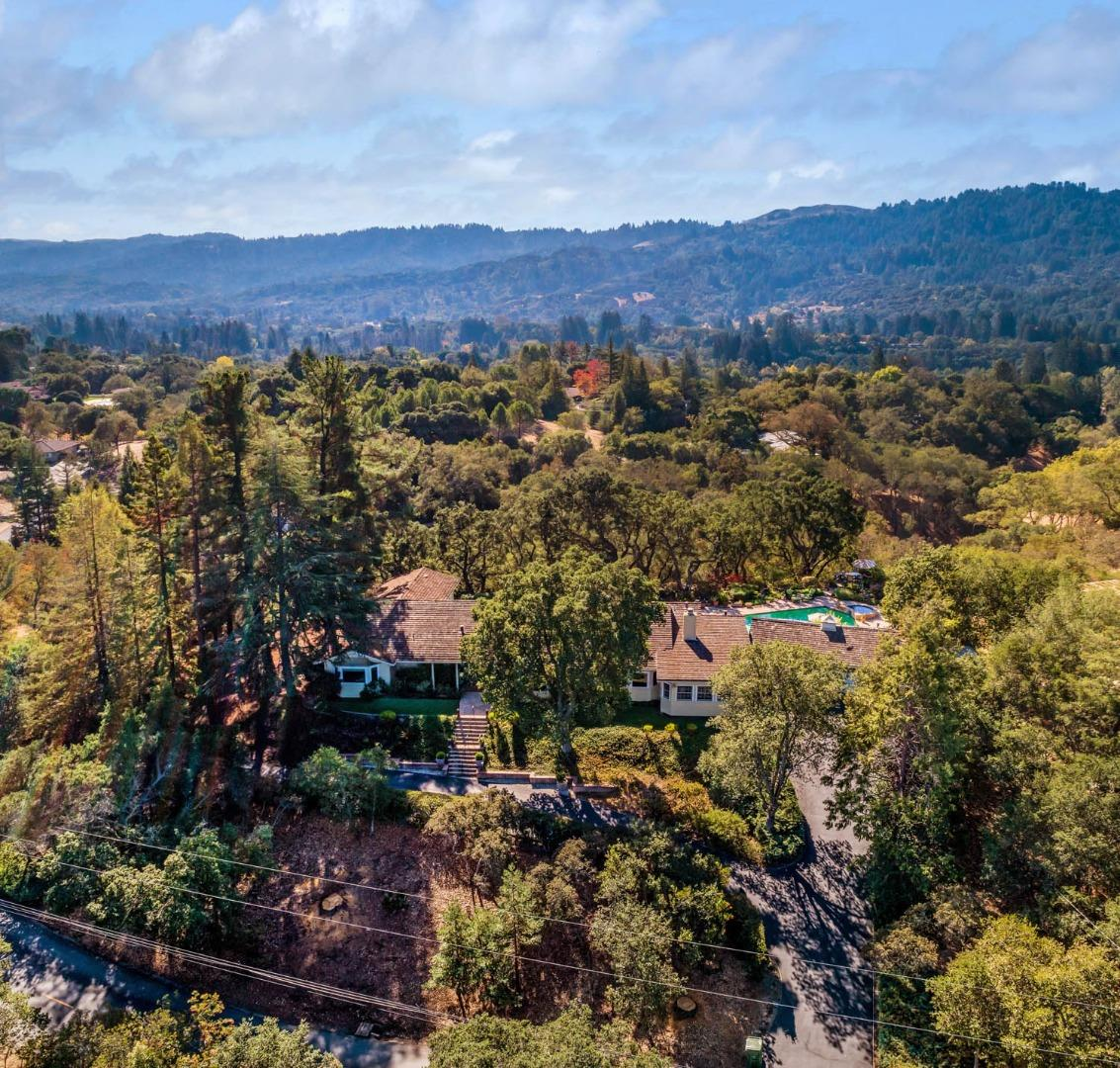 Detail Gallery Image 1 of 31 For 127 Ramoso Rd, Portola Valley,  CA 94028 - 4 Beds | 4/1 Baths